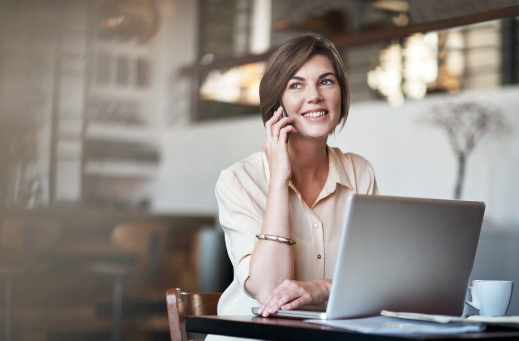 Kontaktní centra musí nabídnout telefon, chat, SMS a e-mailovou komunikaci.
